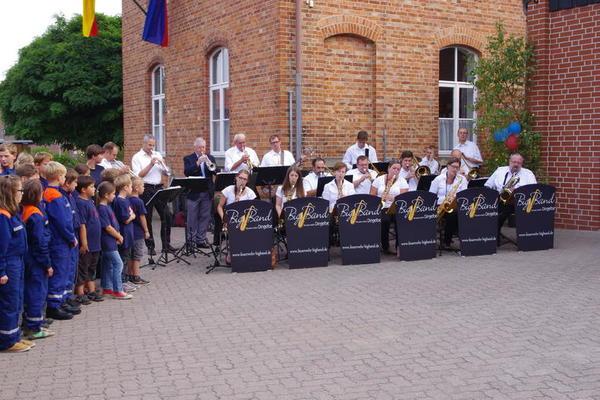Jugend- und Kinderfeuerwehr sowie Big Band der Freiwilligen Feuerwehr Dingelbe Foto (c) Diehl / Gemeinde Schellerten