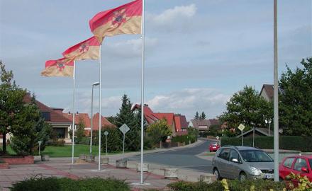 Blick über den Rathausvorplatz in die Straße Holztrifft Foto (c) Lindinger/Gemeinde Schellerten