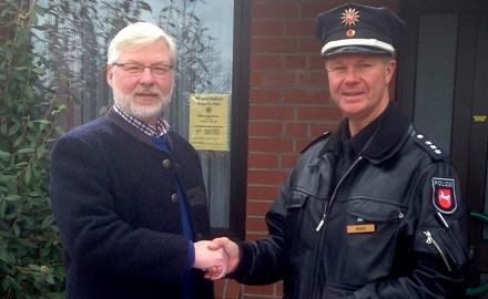 Verabschiedung des Leiters der Polizeistation Schellerten, Herrn Polizeihauptkommissar Marco Voges durch Bürgermeister Axel Witte Foto (c) Gemeinde Schellerten