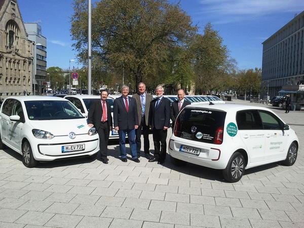 Übergabe des von der Netzgesellschaft Hildesheimer Land gesponserten Elektrofahrzeuges