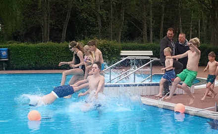 Becken frei zur Badesaison hieß es am Sonnabend, 09.05.2015 im beheizten Freibad Garmissen Foto (c) Lindinger / Gemeinde Schellerten