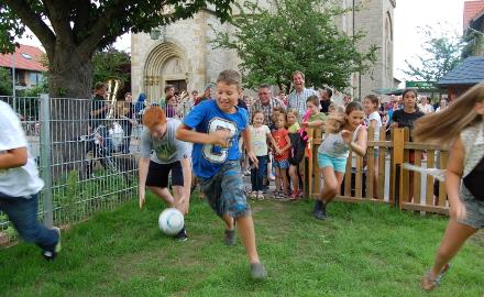Freigabe des neuen Spielplatzes in der Turmstraße, Ortschaft Bettmar am 22.07.2015 Foto (c) Andrea Hempen, HAZ