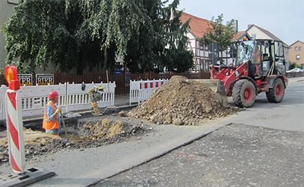 Der Wasserverband Peine führt Arbeiten zur Erneuerung der Trinkwasserleitung in der Heerstraße in Farmsen aus. Foto (c) Wasserverband Peine