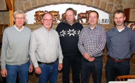 Der neue Ortsrat von links mit Ortsbürgermeister August-Ludolf Ohlms, seinem Stellvertreter Jörg Gustke, Andreas Pommerehne, Jürgen Reineke und Ralf Ohlms (von links). Foto: Wiechens