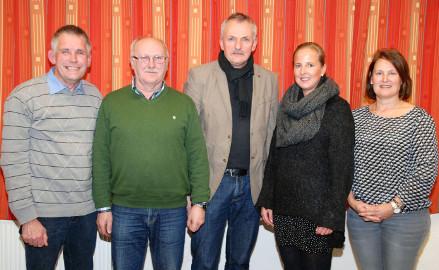 Der neue Ortsrat in Bettmar: Ortsbürgermeister Christoph Aue, sein Stellvertreter Karlheinz Schwarzer, Ulrich Besa, Kathrin Laabs und Claudia Aue (von links). Foto: Wiechens