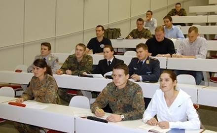 Foto Studierende an einer Bundeswehrhochschule (c) mil.bundeswehr-karriere.de