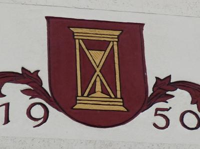 Wappen der ehemaligen Gemeinde Wendhausen über dem Eingang an der Westseite des Dorfgemeinschaftshauses, Schulstraße 5 (Foto: Gemeinde Schellerten)