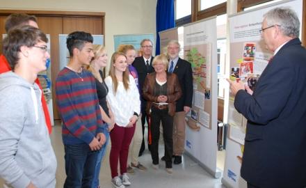 Ausstellungseröffnung in der Richard-von-Weizsäcker-Schule Ottbergen (c) Wiechens